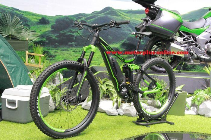 Sepeda listrik Kawasaki akan ada 2 tipe, pertama tipe sepeda road dan yang kedua adalah tipe mountain bike.