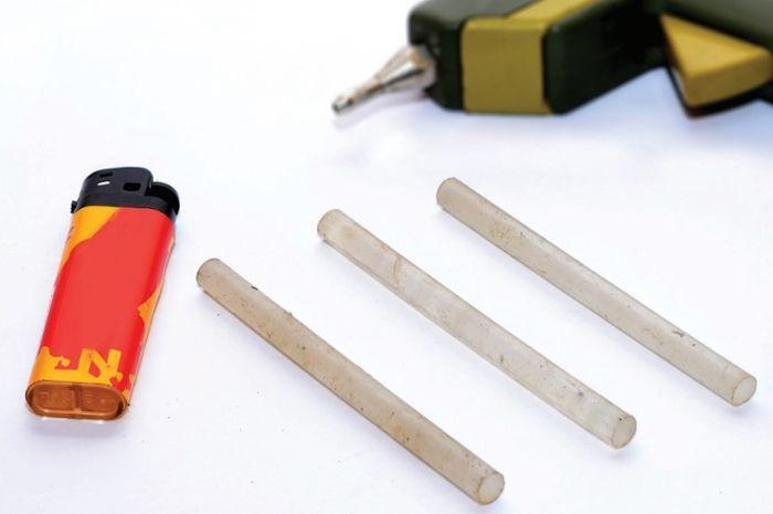 •Lem lilin atau lem tembak melindungi soket dari