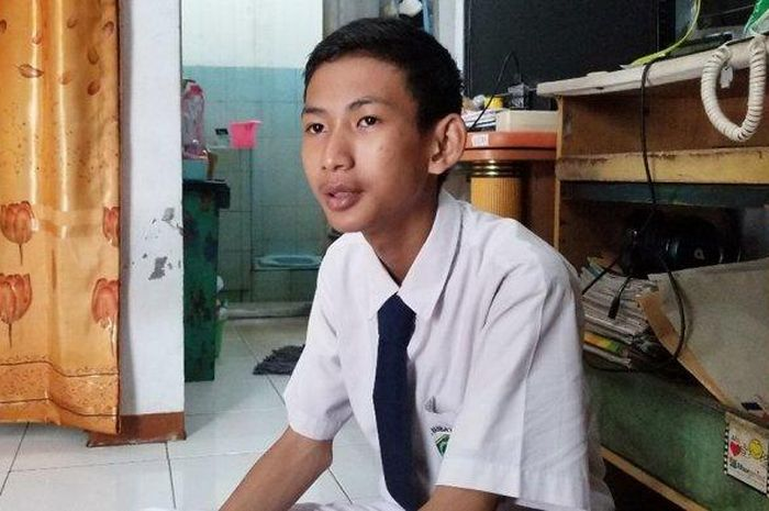 Putra Aji Adhari (15) bocah kelas 2 MTS asal Ciledug, Kota Tangerang, yang berhasil membobol situs NASA