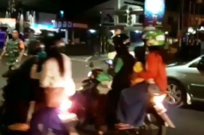 Bentrokan dua ormas di Magelang Kota membuat jalanan macet.