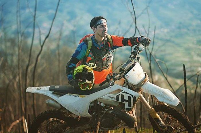 Darius dan motor trail Husqvarna TX 300