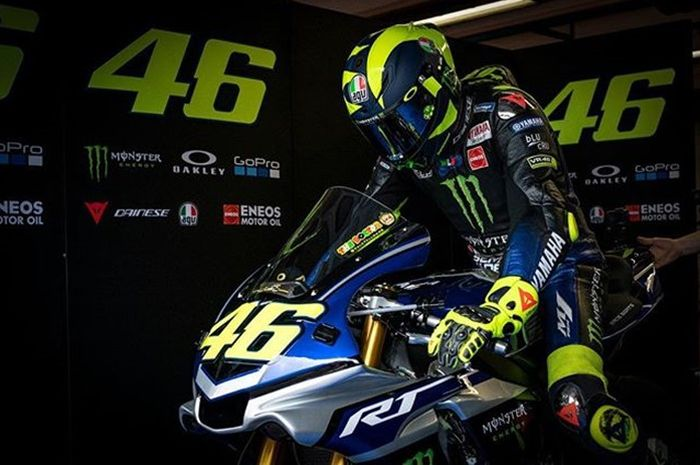 Valentino Rossi memulai latihan di Mugello naik R1