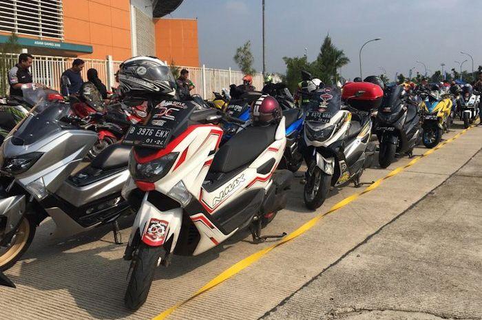 Komunitas Yamaha NMAX berbagai penjuru ramaikan Maxi Yamaha Day di stadion Pakansari, Cibinong, Minggu (28/4/2019)