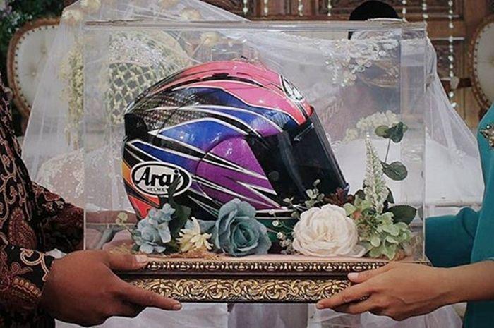 Biker pilih helm Arai RX-7 untuk seserahan pernikahan