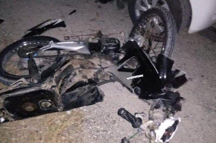 Kondisi Honda Supra yang hancur saat ditabrak Toyota Avanza dari arah depan