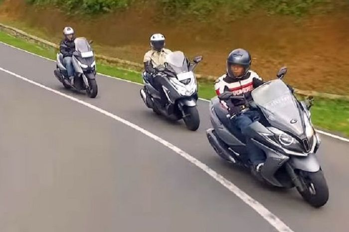 Adu irit bensin tiga varian motor matic 250 cc.