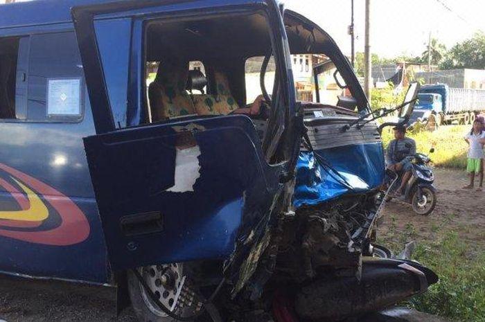 Kecelakaan maut menewaskan sepasang pasutri yang sedang berboncengan