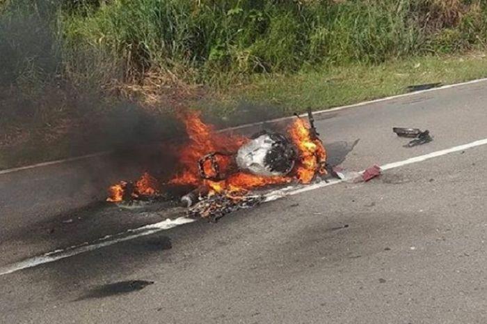 Honda CBR250RR terbakar hebat