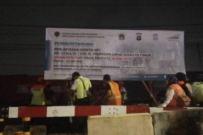 Dua perlintasan kereta api sebidang di Jakarta Timur resmi ditutup