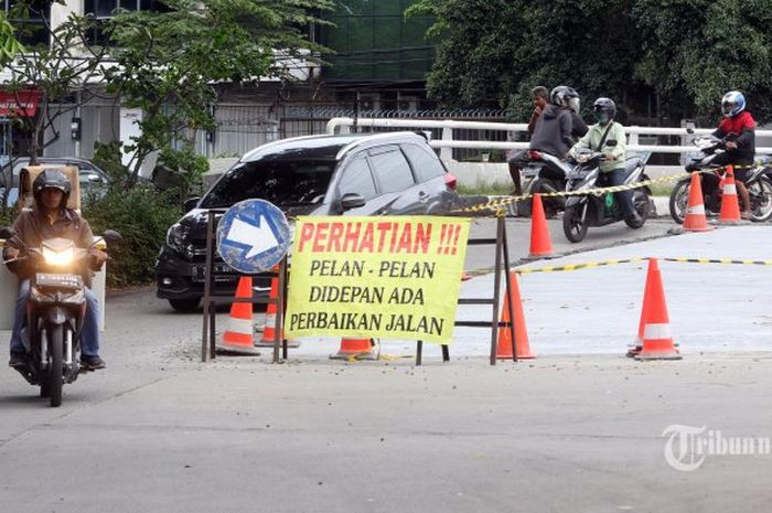 Ilustrasi perbaikan jalan raya
