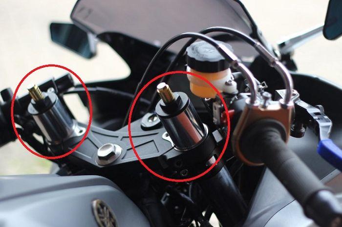 Sokbreker depan motor dibikin pendek.