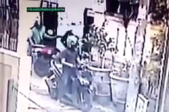 Motor Yamaha NMAX dicuri oleh oknum driver ojek online