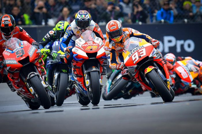 Duel sengit selepas start MotoGP Prancis 2019 di sirkuit Le Mans, (19/5/2019)