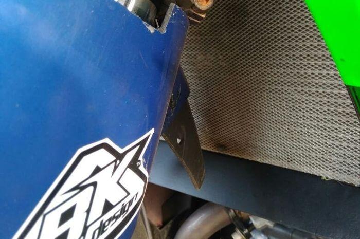 Radiator scoop berfungsi mengarahkan udara ke radiator menjadi lebih adem