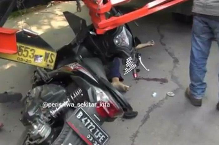 Seorang bocah berumur 13 tahun tewas akibat menabrak truk yang sedang parkir