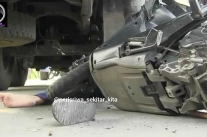 Kecelakaan bocah 13 tahun main HP saat mengendarai motor