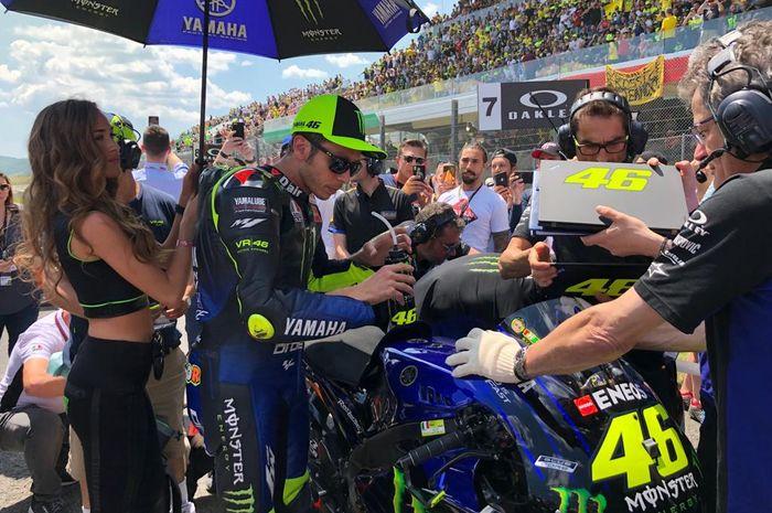 Valentino Rossi akui motor memang gak kencang plus beberapa  kali melakukan kesalan sendiri. Ujungnya crash dan DNF di MotoGP Italia 2019