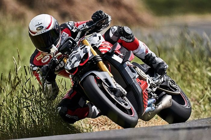 Carlin Dunne riding naik Ducati Streetfighter V4