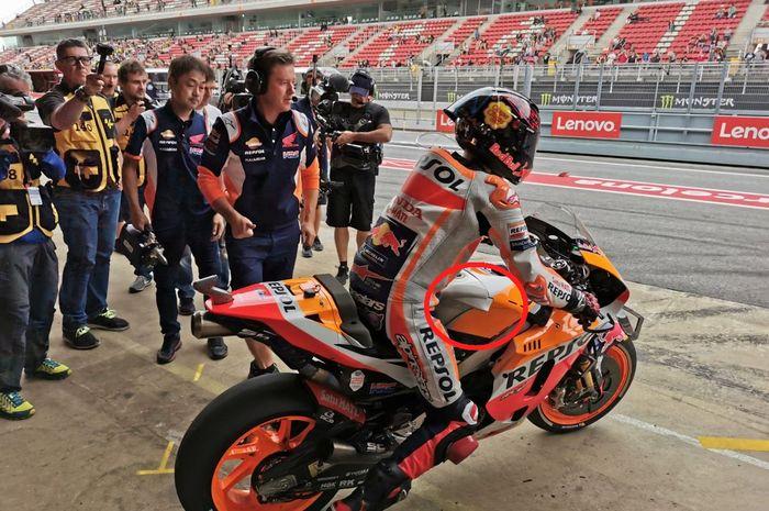 Ada yang baru di motor MotoGP RC213V Jorge Lorenzo di bagian tangki hasil diskusinya dengan insinyur Honda di Jepang