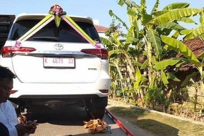 Toyota Fortuner VRZ dan Honda BeAT jadi mas kawin pengusaha bakso.