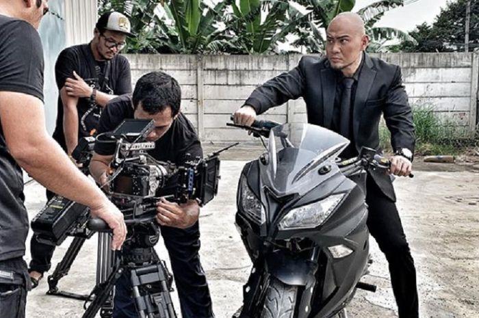Deddy Corbuzier pamer naik motor sport Kawasaki Ninja 250