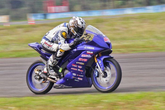 Wahyu Aji Trilaksana saat beraksi di YSR kelas Sport 150 cc Pro Rider di sirkuit Sentul (23/6/2019)