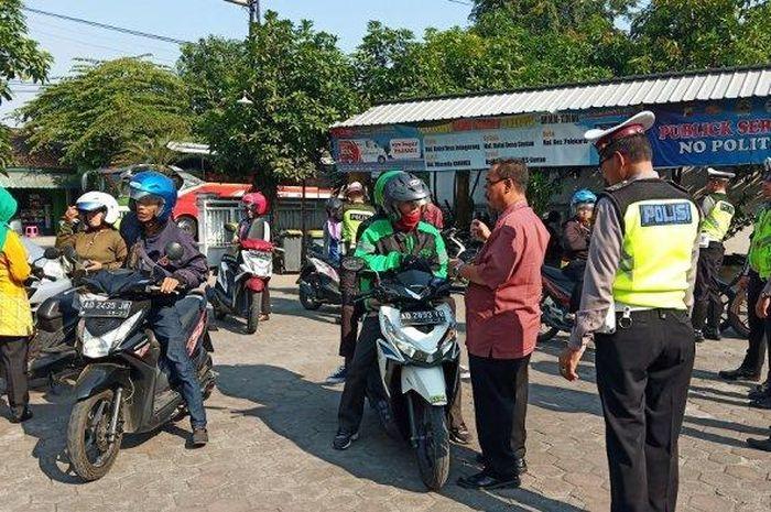 Razia polisi untuk menindak penunggak pajak di Sukoharjo