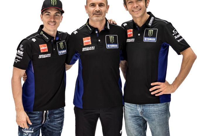 Massimo Meregalli di antara dua pembalap Monster Energy Yamaha MotoGP, Maverick Vinales dan Valentino Rossi