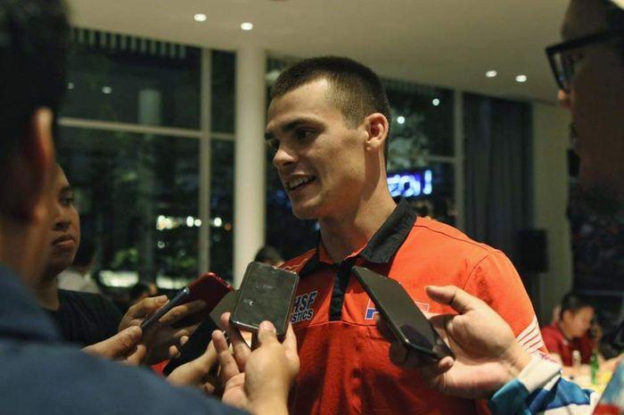 Tim Gajser saat makan malam bersama tim MOTOR Plus-online.com