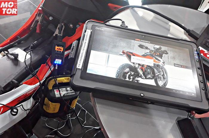 Ride Recorder terhubung dengan XC-2 Tools di KTM 790 Adventure