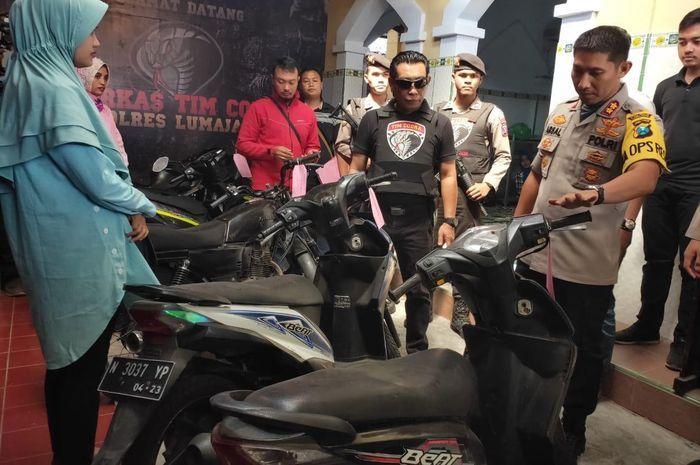Kapolres Lumajang mengembalikan motor yang hilang kepada pemilik