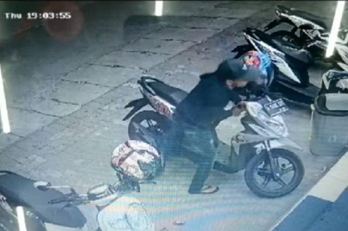 Maling cuma dapat helm setelah gagal bawa kabur Honda Scoopy dan BeAT Street.