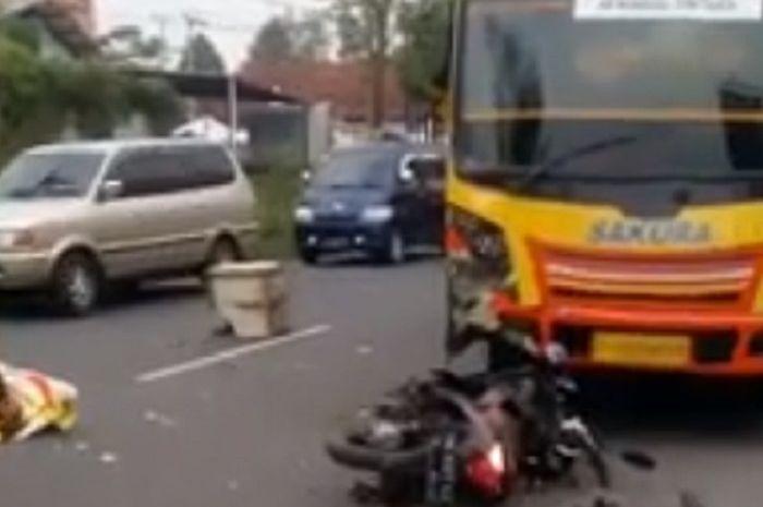 Honda Vario hancur tabrak Mikrobus Sakura di Tasikmalaya, Jabar.