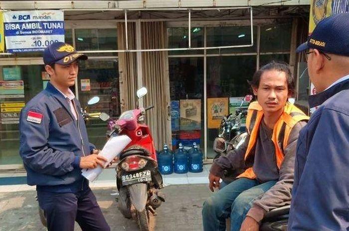 Parkiran motor di minimarket akan diambil alih oleh Pemerintah Kota Bekasi