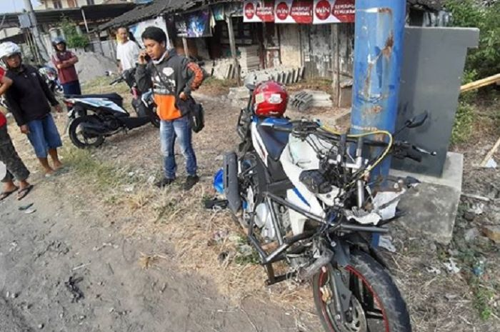 Yamaha V-Ixion hancur bagian depan usai tabrakan dengan Honda BeAT.