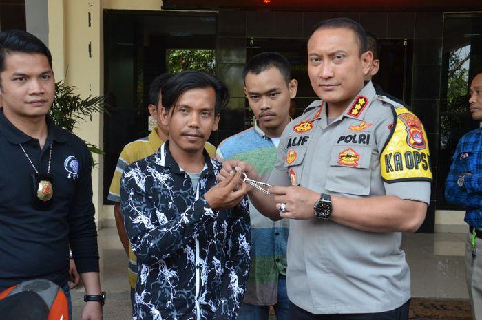 Hidayatullah bersama Kapolresta Tangerang Kombes Pol Sabilul Alif
