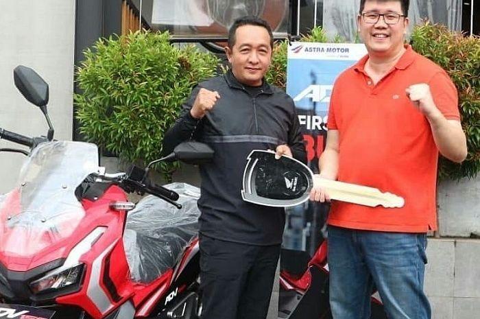 Yuliansyah SE jadi pembeli pertama Honda ADV 150 di Kalimantan Barat.