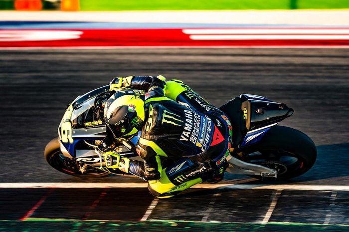 Valentino Rossi latihan pakai Yamaha Yamaha YZF-R1