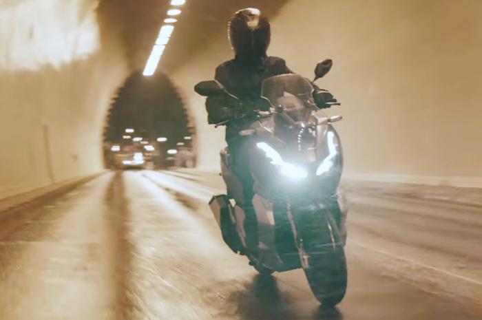 Honda ADV150 merupakan skutik adventure