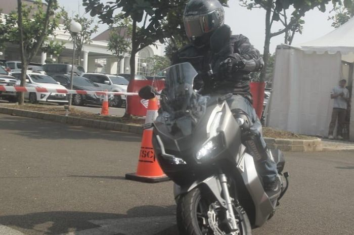 Test ride Honda ADV 150.