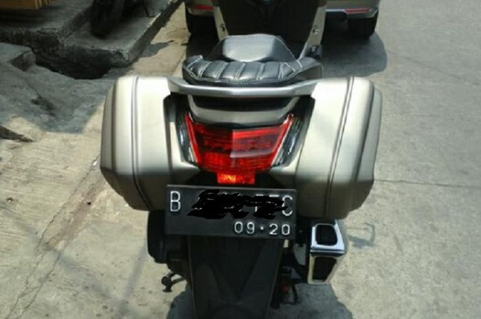 Side box skutik Yamaha NMAX.