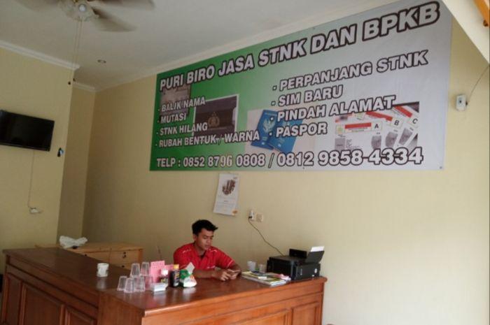 Puri Biro Jasa juga melayani penggantian pelat nomor ganjil ke genap atau sebaliknya. Biro Jasa Masih Ramai Untuk Bayar Pajak Kendaraan