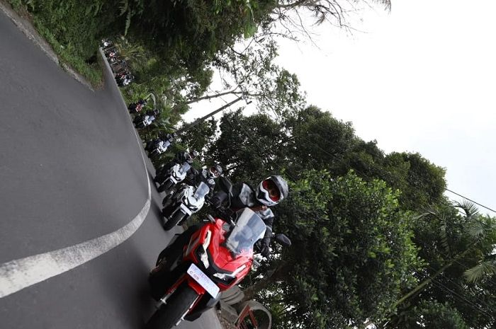 Peserta menjelajah di event World Premiere Riding Experience Honda ADV150, Bali 2019.