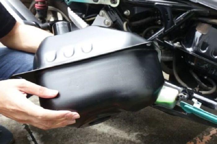 Tangki custom berkapasitas 9 liter untuk Yamaha NMAX.