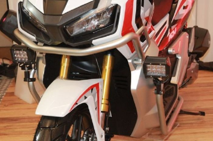 Pasang crash bar di Honda ADV150.