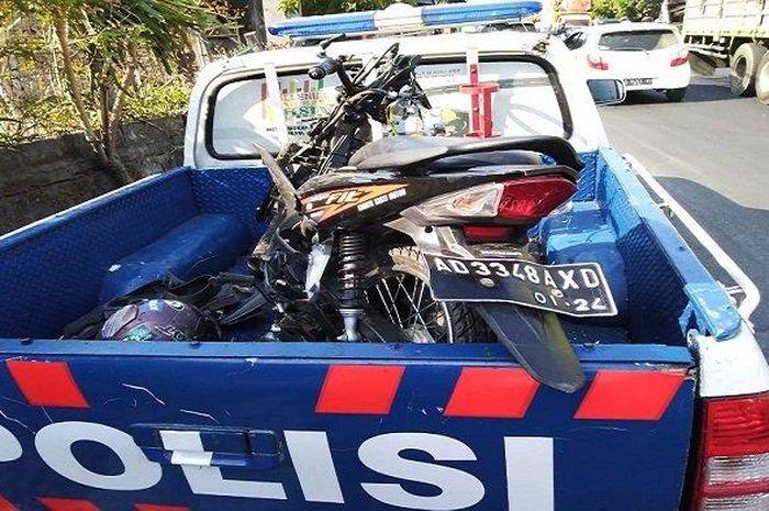 Honda Revo Fit adu banteng dengan truk, dua orang tutup usia