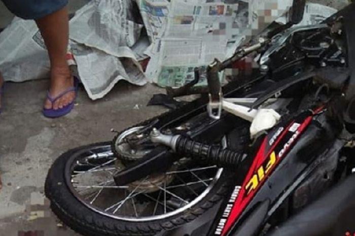 Honda Revo Fit hancur tabrakan dengan truk di Solo.