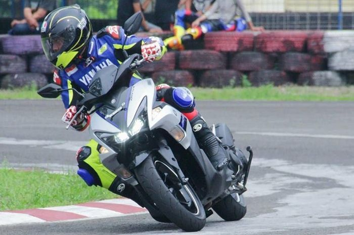 Yamaha Aerox 155 punya handling