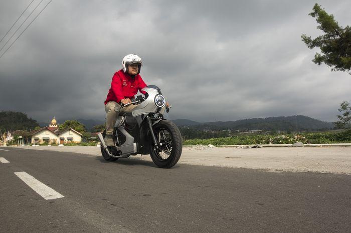 Honda PCX berkonsep caferacer ubahan dari Fiqhi, peserta Honda Dream Ride Project 2019 dijajal di jalanan Gunung Lawu, Karanganyar, Jawa Tengah