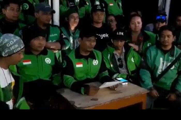 Ratusan driver ojol berkumpul dan mensomasi bos Taksi Malaysia atas penghinaannya.